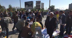 Ankara'da tren garına giden köprü altında patlama meydana geldi. Tren garının bulunduğu bölgede nedeni henüz belirlenemeyen büyük bir patlama meydana geldi. Olay yerinde ölü ve yaralıların olduğu bildirildi. Patlamanın olduğu bölgeye, sağlık ekipleri ve itfaiye gönderildi. (Muammer Tan - Anadolu Ajansı)